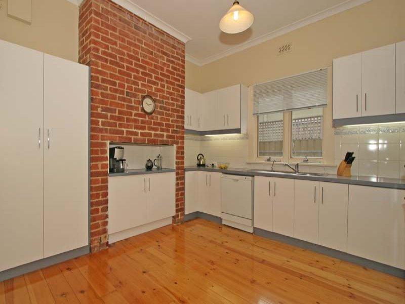 Exposed brick design ideas spaced interior design for Exposed brick kitchen ideas