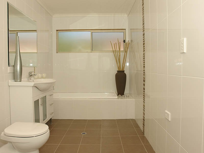 Tiling design ideas spaced interior design ideas for Small bathroom tiles design