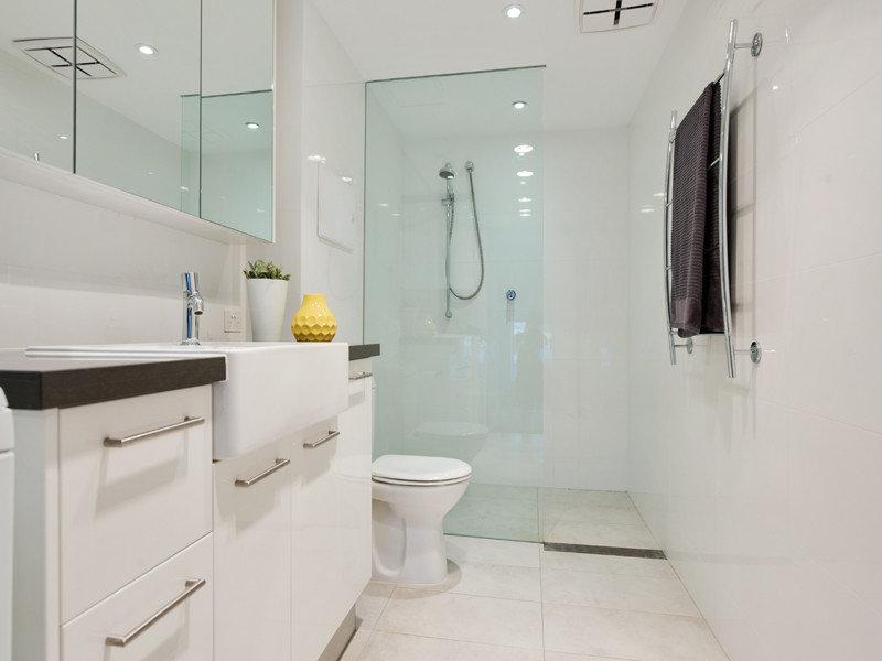 Bathroom spaced interior design ideas photos and for Latest bathroom trends australia